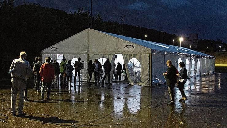 Wegen erwartet hohen Aufmarschs wurde ein Zelt gestellt.