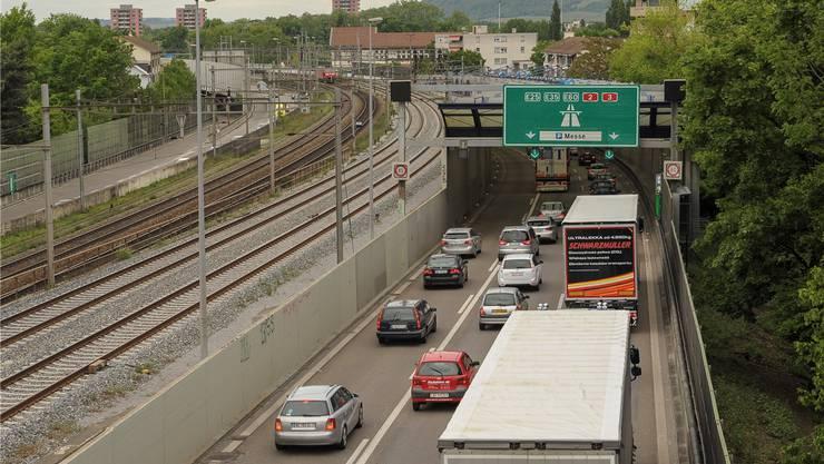 Mal wieder Stau: Mit dem Rheintunnel soll die Anzahl Autos auf der Osttangente abnehmen – ab 2040.