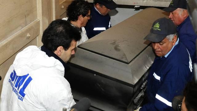 Hier wird der Sarg des Ex-Präsidenten von Chile zur Exhumierung geborgen (Archiv)