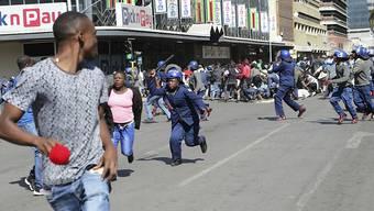 Mit einem Polizei-Grossaufgebot hat die Regierung von Simbabwe eine Protestkundgebung in der Hauptstadt Harare verhindert.