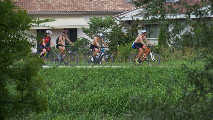 Freiämter Berufsschülerinnen und -schüler fahren per Velo nach Venedig – heute erreichen sie nach 742 Kilometern das Meer.