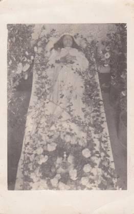 Das Rosenkind Berta Bucher auf seinem Totenbett