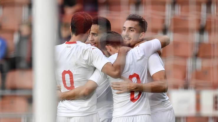 Kein Problem für die Schweizer U21 im Ländle (von links): Jérémy Guillemenot, Noah Okafor, Bastien Toma und Andi Zeqiri. (Bild: Keystone).