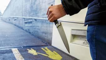Die Messerattacke geschah am Montagabend im Gundeli. (Symbolbild)
