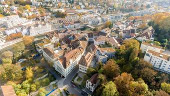 Erwacht bald aus dem Dornröschenschlaf: das Badener Bäderquartier, hier noch mit dem «Staadhof» von 1969 (l.).
