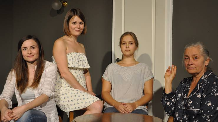 Familienmitglieder, die das Heu nicht auf der gleichen Bühne haben (v. l.): Tanja Krieg, Jana Zimmermann, Sofia Mészáros und Rebecca Jutzi.
