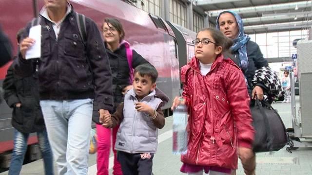 Aus München: Flüchtlingswelle reist nicht ab