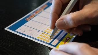 7, 17, 29, 37 und 45 sowie die Sternzahlen 3 und 11. Diese Zahlen verändern das Leben einer Aargauer Lottospielerin.
