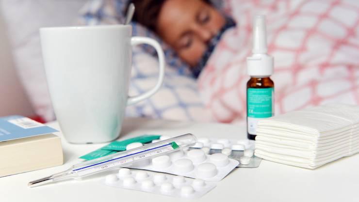 Bei Grippe legen sich viele ins Bett. Das ist nicht immer gut. (Symbolbild)