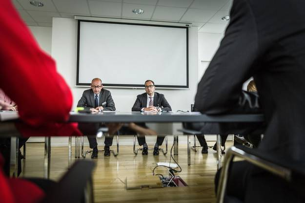 «Es tut uns leid, dass die zwei Züge ausgefallen sind», sagt WSB-Verwaltungsratspräsident Kaspar Hemmeler (rechts) an der Medienkonferenz.
