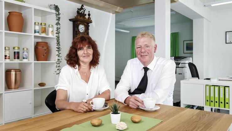Beat Biberstein und Jacqueline Schneider haben in Luterbach ein Bestattungsunternehmen eröffnet.