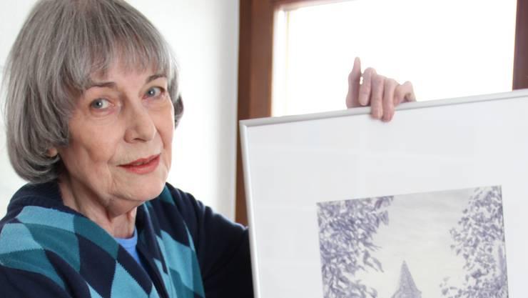 Christina Blatter mit einem ihrer Lieblingswerke. lis