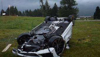 Am frühen Sonntagmorgen bei Sils im Oberengadin: Das Auto eines 33-jährigen Mannes überschlägt sich. Der Lenker wird verletzt.