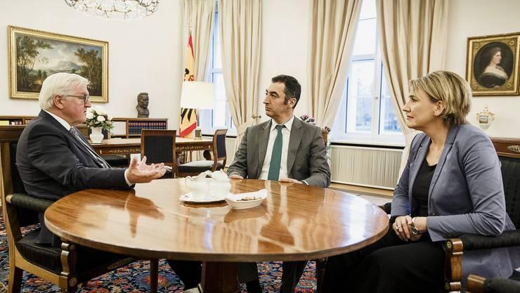 Frank-Walter Steinmeier mit Cem Oezdemir und Simone Peter von den Grünen.