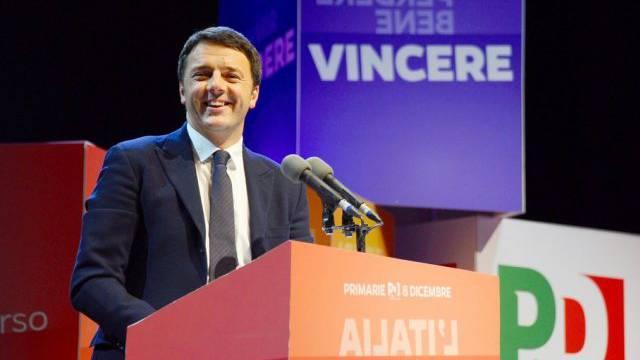 Der Bürgermeister von Florenz, Matteo Renzi, vor den Medien