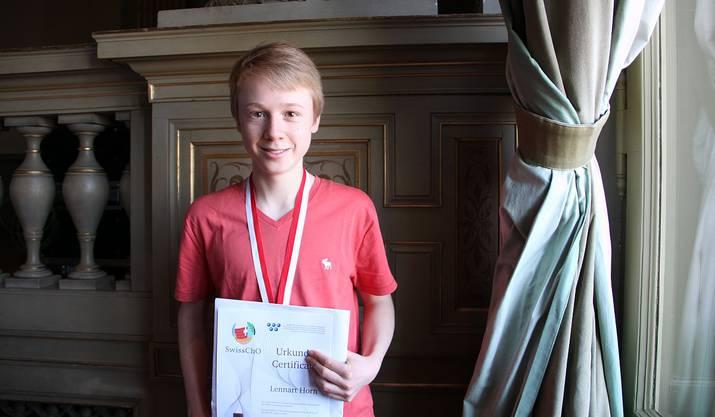 ...Unter ihnen Lennart Horn, der Gold bei der Chemie-Olympiade gewann.