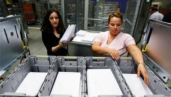 Die Post soll mit einem zu komplizierten Preissystem für adressierte Briefsendungen ihre Konkurrentin Quickmail behindert haben. Steffen Schmidt/Keystone