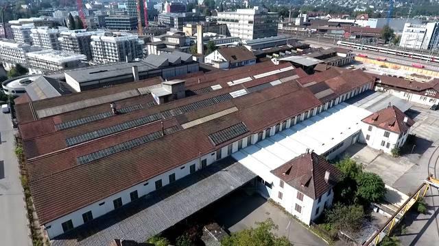 Hier soll das neue Aarauer Stadion gebaut werden: Drohnenflug über das Areal Torfeld Süd.