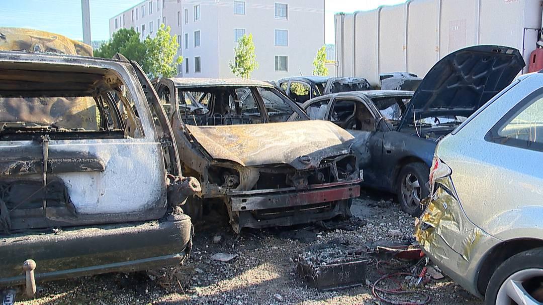 Buchs (ZH): Mehrere Autos ausgebrannt