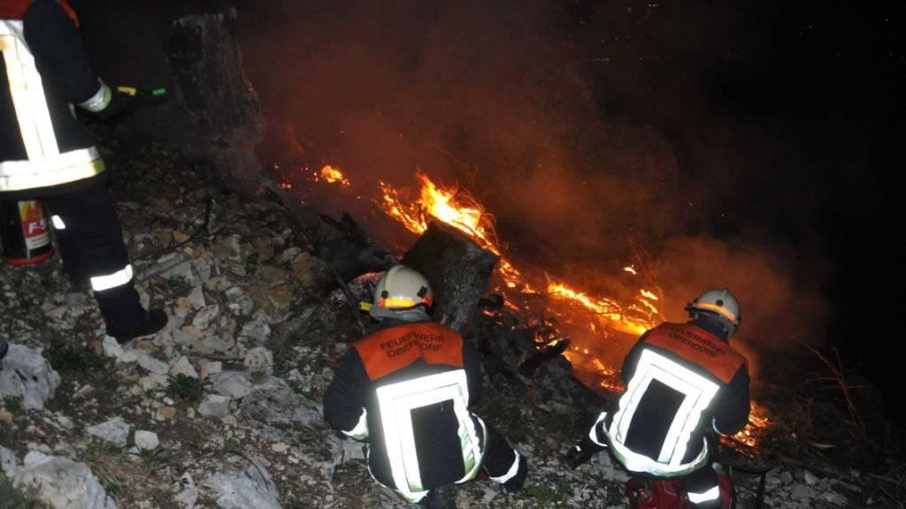 Kleinere Flurbrände wie hier bei Oberdorf im Kanton Solothurn zeugen stellvertretend von der grossen Trockenheit, die in weiten Teilen der Schweiz herrscht.