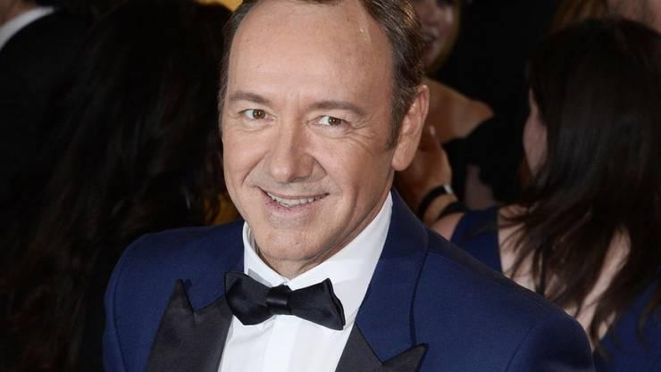 Immer mehr Kollegen und Geschäftspartner distanzieren sich nach Vorwürfen der sexuellen Belästigung von Schauspieler Kevin Spacey. (Archivbild)