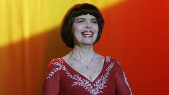 """Mireille Mathieu singt """"weiter über die Liebe wie am ersten Tag""""."""