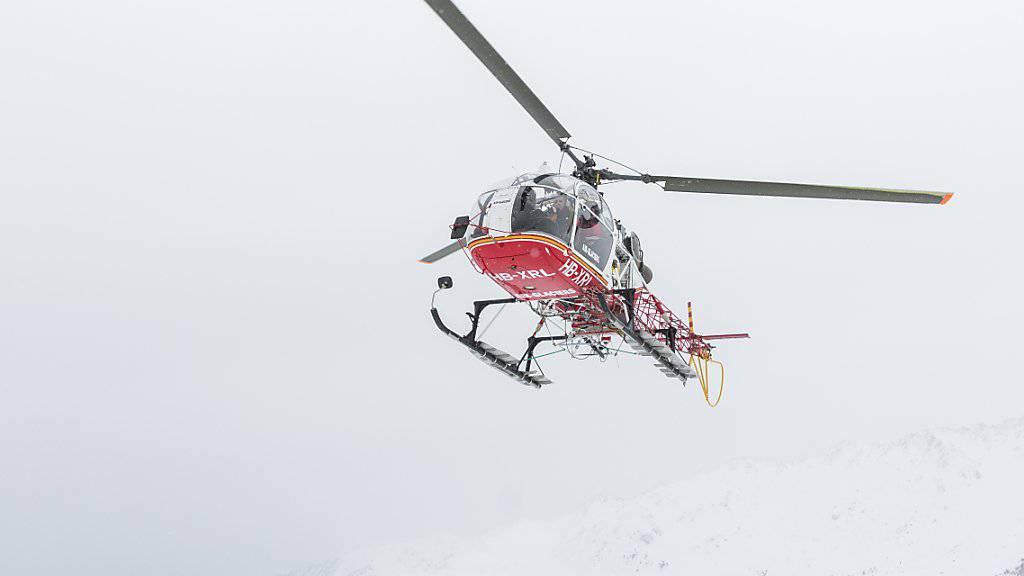 Für die Suche nach dem vermissten 13-Jährigen wird nun auch ein Helikopter eingesetzt. (Symbolbild)