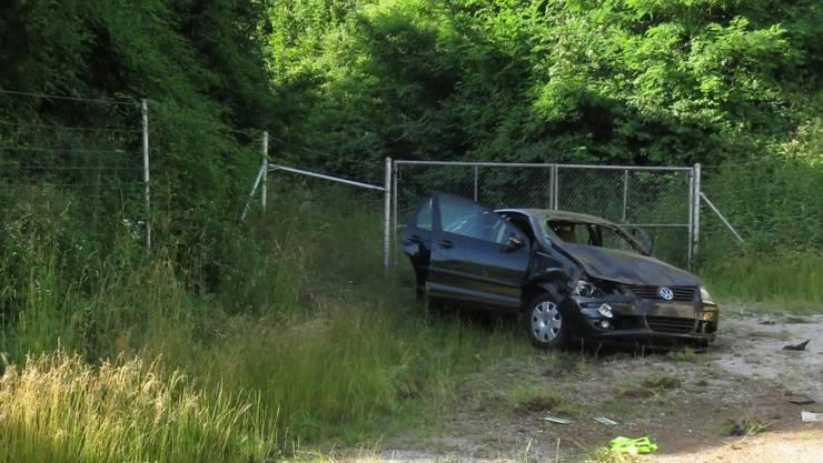 Wettingen/A1 AG, 26. Juni: Ein junger Mann aus dem Kanton Basel-Landschaft kam von der Fahrbahn ab und verursachte einen spektakulären Selbstunfall. Dabei zog er sich leichte Verletzungen zu. Die Kantonspolizei nahm dem 20-jährigen Schweizer den Führerausweis auf Probe umgehend ab.