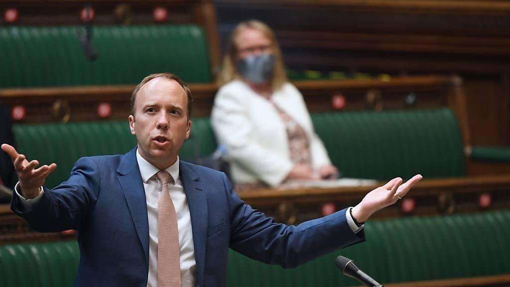 Grossbritanniens Gesundheitsminister Matt Hancock spricht im britischen Unterhaus.