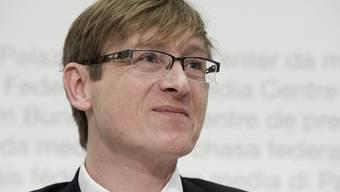 Preisüberwacher Stefan Meierhans sagt dem starken Franken den Kampf an