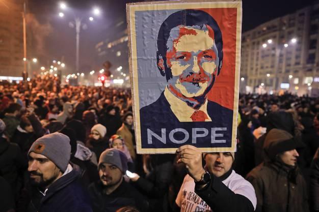 In Rumänien gab es seit Tagen grosse friedliche Demonstrationen gegen die Absicht der Regierung, den Kampf gegen Korruption zu lockern.