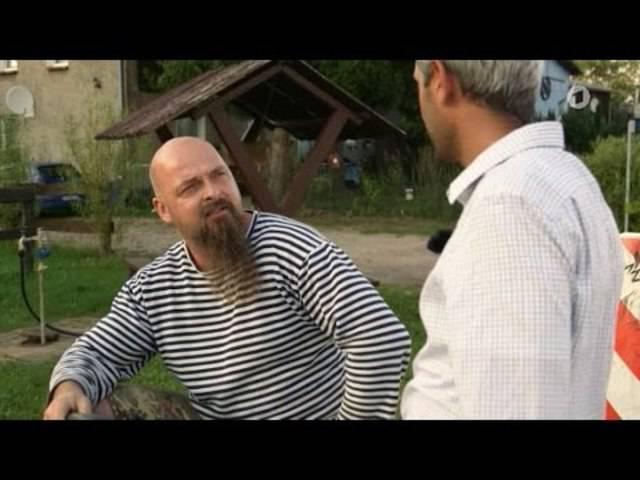 """Im """"Nazidorf"""": Reporter iranischer Abstammung vier Wochen Tür an Tür"""