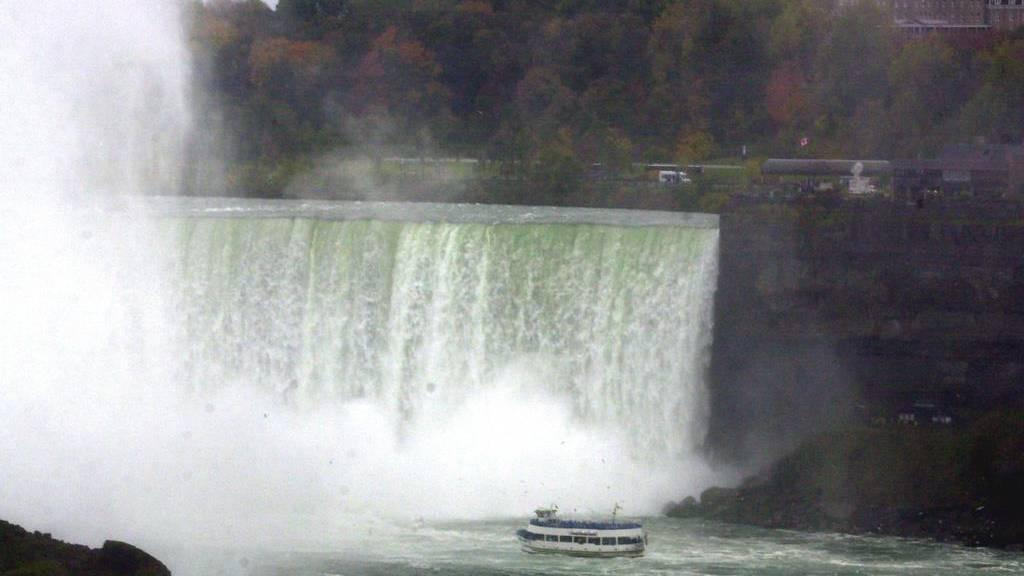 Mann überlebt Sturz von Niagarafällen