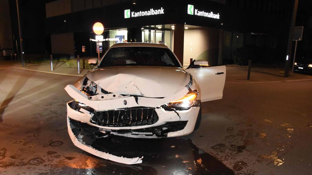 22-Jähriger schrottet einen Maserati – 19-Jähriger einen Mercedes