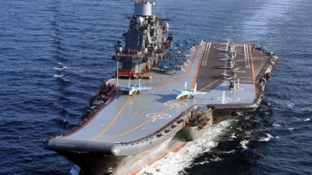 Die «Admiral Kusnezow»: Bei einem Grossbrand auf dem russischen Flugzeugträger ist ein Soldat ums Leben gekommen, mindestens zehn weitere menschen wurden verletzt. (Archiv)