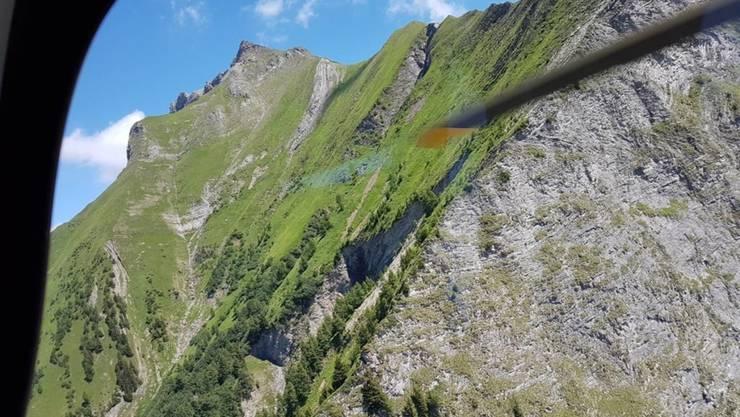 Der 59-Jährige Bergsteiger stürzte am Mazorakopf, an der Flanke links im Bild, ab.