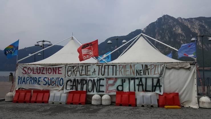 Protestzelte in Campione.