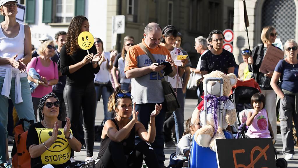 Kritik an «Zwangsbestrahlung»: Mehrere tausend Menschen haben auf dem Bundesplatz gegen 5G demonstriert.