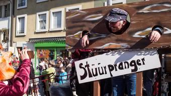 Sissach erlebte eine unzimperliche Fasnacht: Zuerst am Umzug (Foto: Pranger der Wüelmüüs Reichenbach) – dann bei den Bängg. Roland Schmid