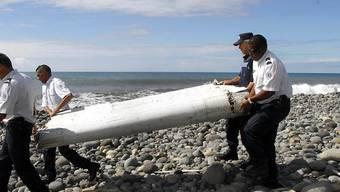 Das Wrackteil, das an der Küste von La Réunion gefunden wurde, müsste aller Wahrscheinlichkeit von der Malaysia-Airlines-Maschine stammen, die seit März 2014 verschollen ist.