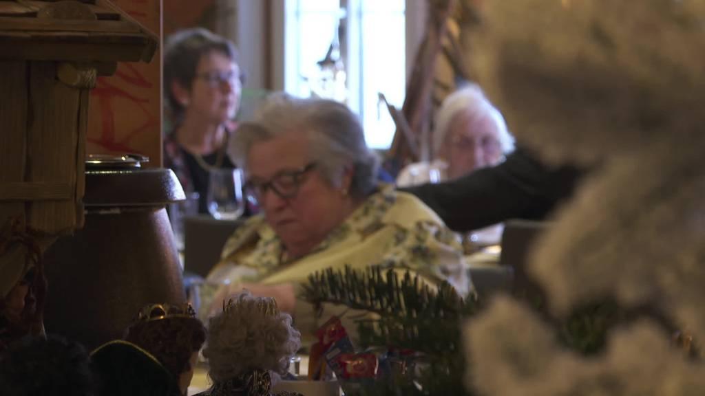Weihnachtsessen Altersheim bekocht Bewohner und Angehörige
