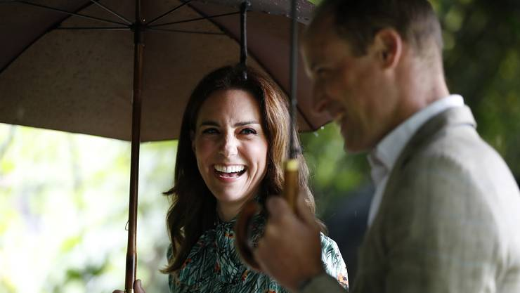 Prinz William und Herzogin Kate im Memorial Garden des Kensington Palasts in London.