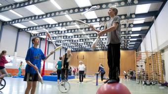 Kinder und Jugendliche proben in Lommiswil für Aufführung im Zirkus Pitypalatty