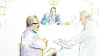 Der Angeklagte Hauswart, links, und sein Anwalt im Schwyzer Gericht