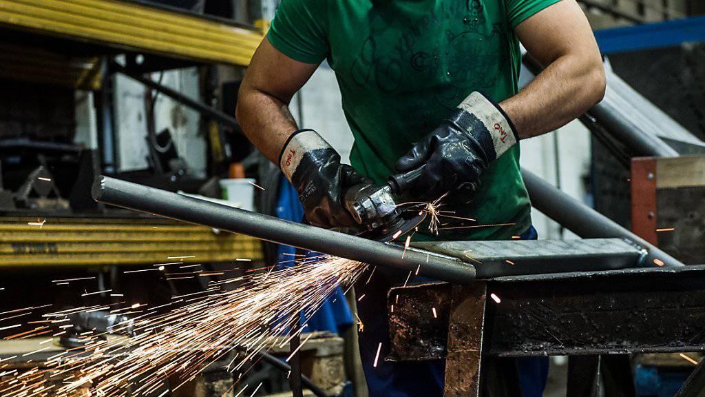 Weil die Produktion in der Schweiz teuer ist, setzen Schweizer Unternehmen auf Effizienzsteigerungen und rigoroses Produktkostenmanagement. (Symbolbild)