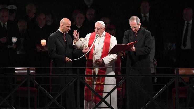 """Papst Franziskus erinnert mit der """"Via Crucis"""" an Karfreitag an die Leidensstationen von Jesus Christus."""