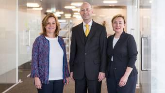 Elisabeth Meyerhans Sarasin (Präsidentin der Verwaltungskommission, links im Bild), SVA-Finanzchef Beat Stirnimann, und Nancy Wayland Bigler, CEO der SVA Aargau.