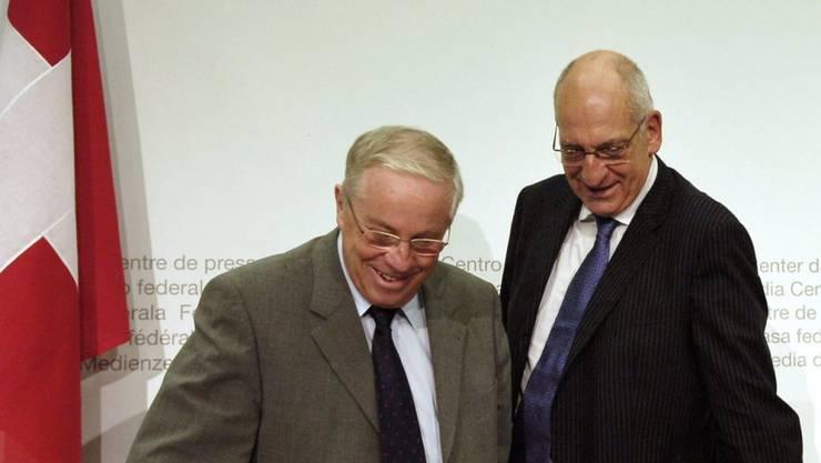 """Bundesrat Pascal Couchepin (rechts) musste Christoph Blocher in der Landesregierung nicht """"zähmen"""". (Archivbild)"""