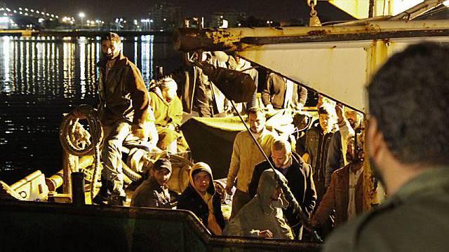 Diese libyschen Flüchtlinge haben die Überfahrt überlebt (Archiv)