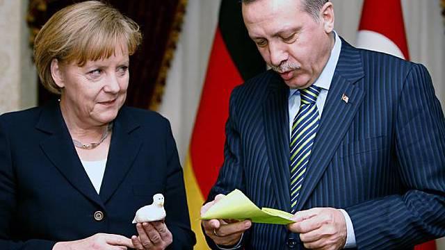 """Erdogan wertet Gespräch mit Merkel als """"erfolgreich"""""""